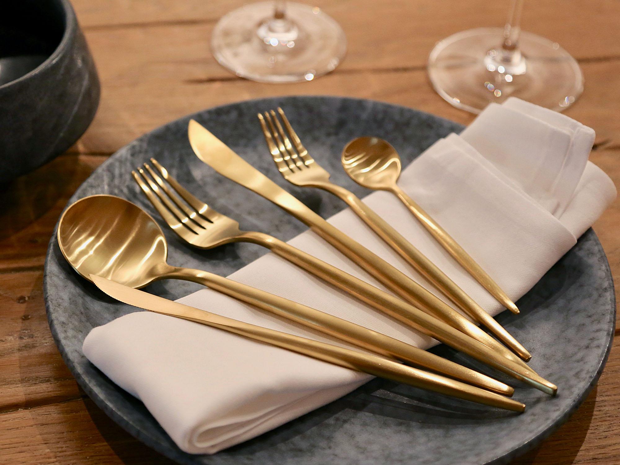 edles besteck set fine dining erh ltlich in gold. Black Bedroom Furniture Sets. Home Design Ideas