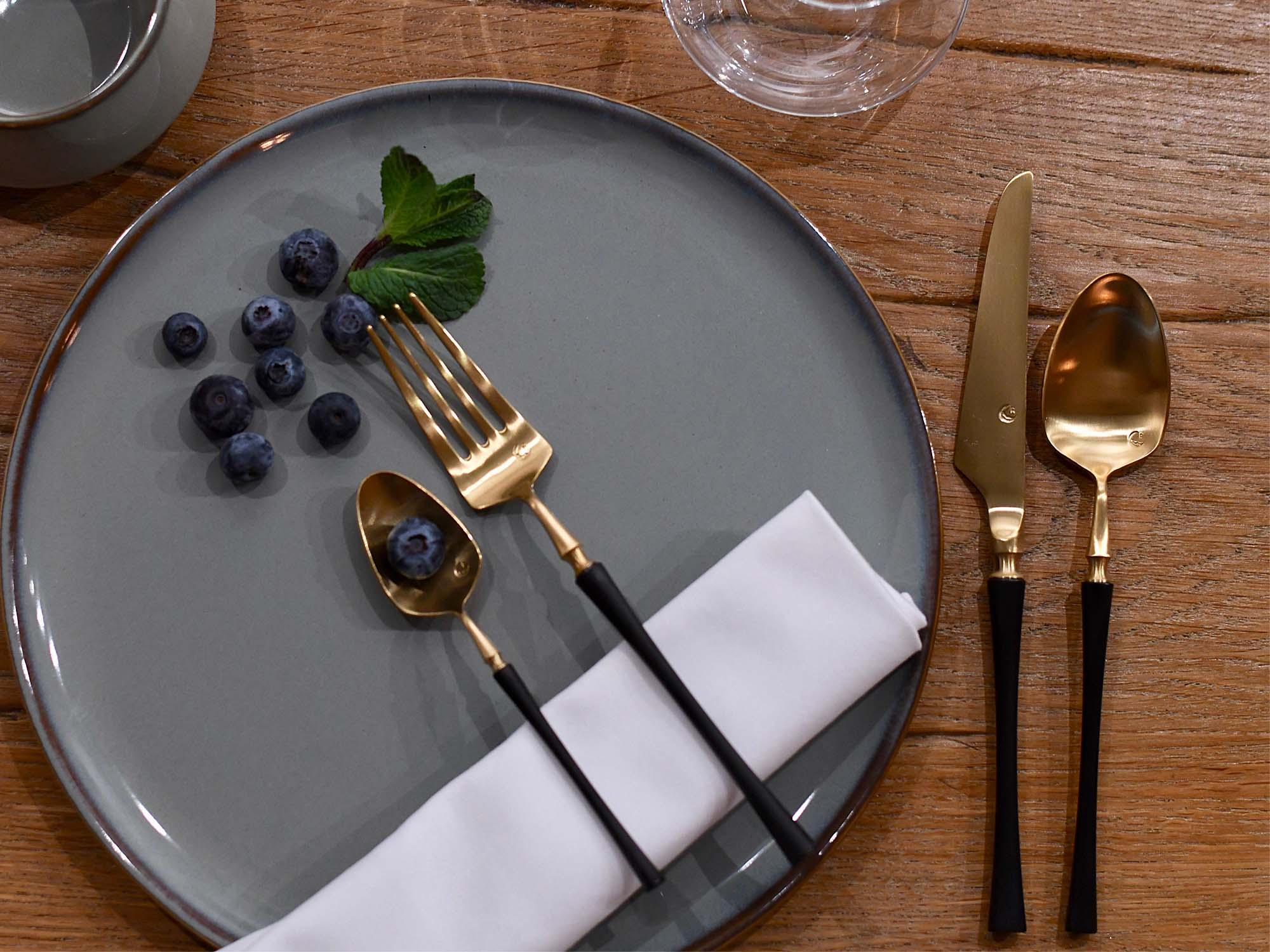besteck set vintage design erh ltlich in schwarz und gold. Black Bedroom Furniture Sets. Home Design Ideas