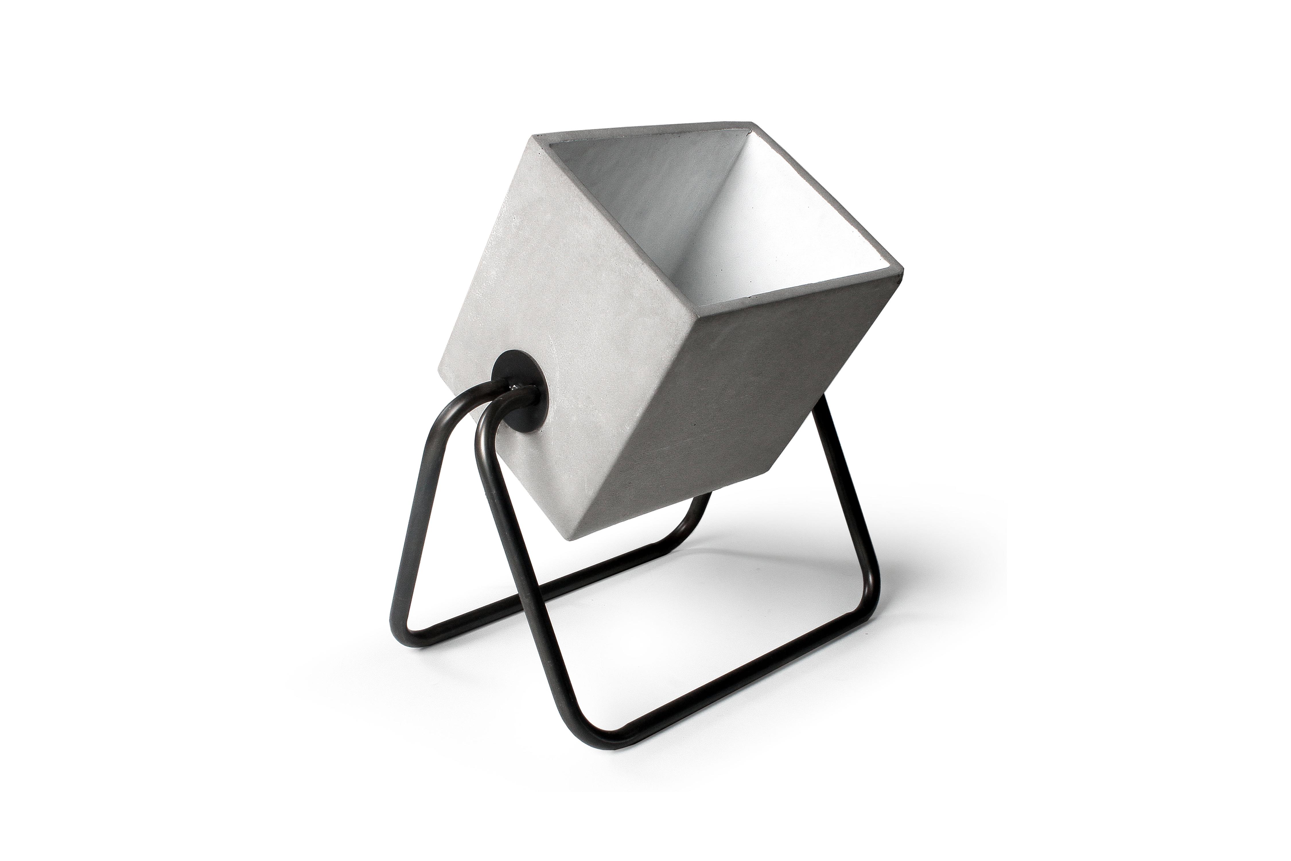 Geliebte Stehlampe Beton Scheinwerfer in grau   selection4.store @AW_14